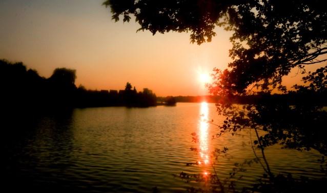 Kijk eens wat een prachtige zonsondergang aan de Drilandsee.