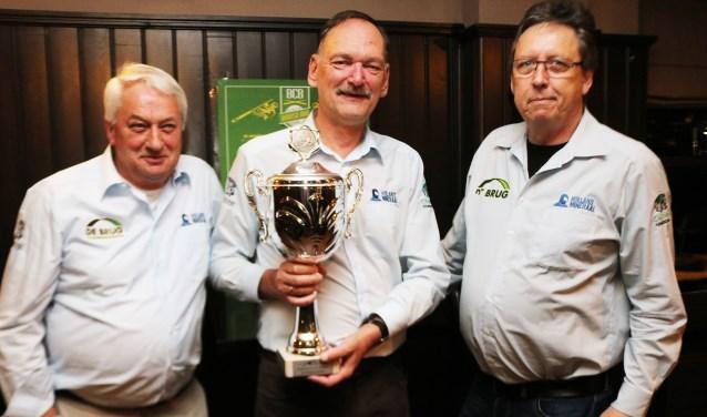 Peter Bakker, Hans Lammertink en Aart Eelings. Kampioen Logo driebanden, klasse 4. (Foto: Arjen Dieperink)