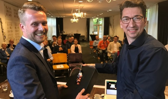 Penningmeester Reinder Jan Koelewijn (l.) was niet herkiesbaar voor een nieuwe termijn. (Foto: VVD N.W.-Veluwe)