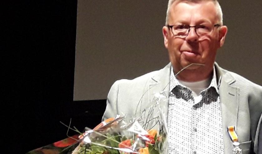 Bram de Winter is op 68-jarige leeftijd overleden. Deze foto is gemaakt toen hij een Koninklijke Onderscheiding kreeg. (Foto: Nanda van Heteren)