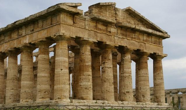 In Paestum in Zuid-Italië staan adembenemende restanten van drie Griekse tempels.