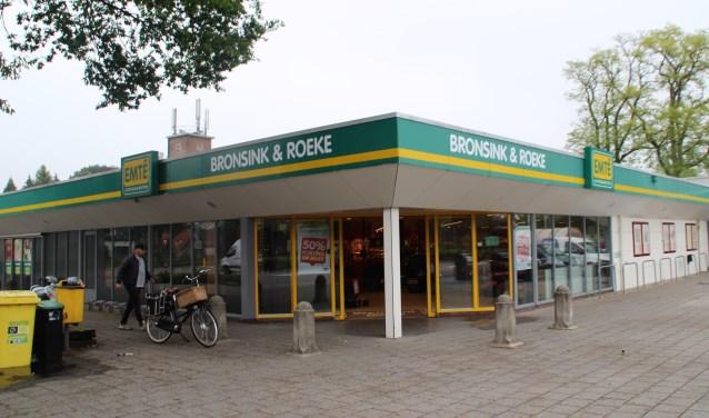 Deze locatie van supermarkt Emté wordt door de gemeente aangekocht voor de aanleg van een tunnel. (Foto: Dick Baas)