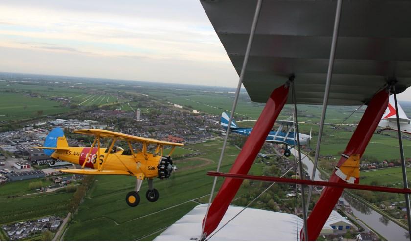De formatie vliegt op zaterdag 4 mei ook boven de gemeente Vijfheerenlanden. Foto: Vliegend Museum Seppe