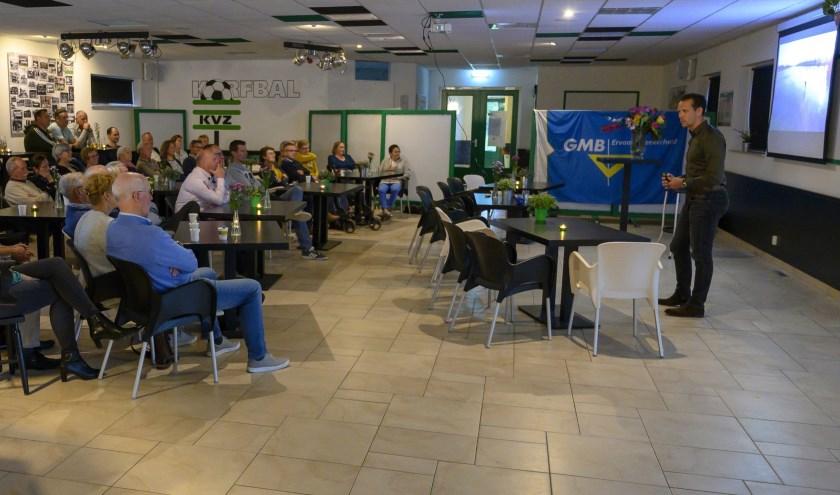 Stefan Groothuis vertelt zijn verhaal aan sponsoren en Vrienden van KVZ.