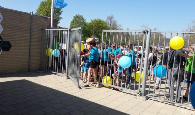 Drukte bij de opening van het nieuwe zwemseizoen in Steenderen.