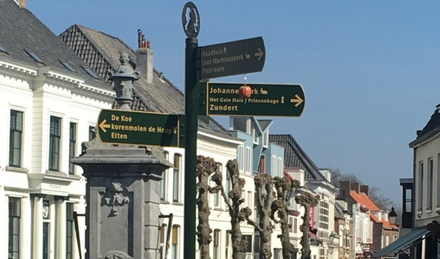Princenhage is twee bijzondere bewegwijzeringspalen rijker. Deze paal op de Haagsemarkt  wordt op vrijdagmiddag 17 mei officieel 'onthuld'.