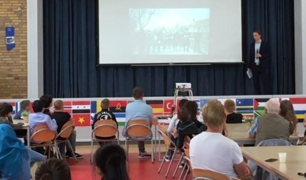 Samuel de Korte presenteerde zijn boek vorige week in basisschool De Springplank.