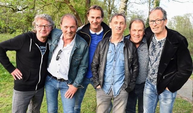 Vlnr: John Roodakker, Huub Kerkhoffs, Maurice Doppen, Toon Graat, Frans Schepers en Peter Aalders. (foto: Roel Kleinpenning)