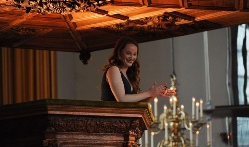 Laetitia Gerards zong zaterdag vanaf de kansel in de Nieuwe Kerk