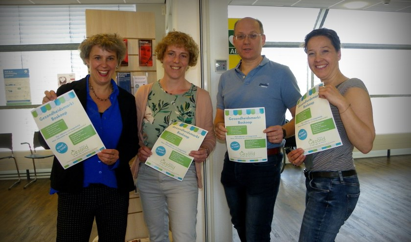 V.l.n.r. manager Marja Lambregts, diëtist Patricia Vermeulen, huisarts Carlo van Tol en wijkcoach Janine Luijk.