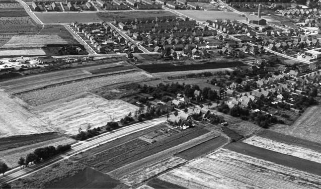 De Koerbelt in het midden op de luchtfoto van 1968. Op de voorgrond de Markeloseweg en op de achtergrond de Arend Baanstraat.  Foto: Slagboom en Peeters.