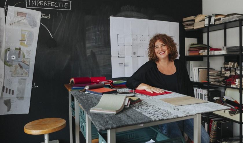 Esther Canisius, interieurontwerper: 'Kopieer niet klakkeloos het kookeiland van de buren of wat je ziet op televisie'. (Foto: Michel de Groot)