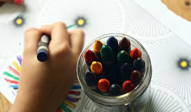Met het oog op moederdag kunnen kinderen op de voorjaarsmarkt aan de slag om iets moois te maken. Foto ter illustratie.