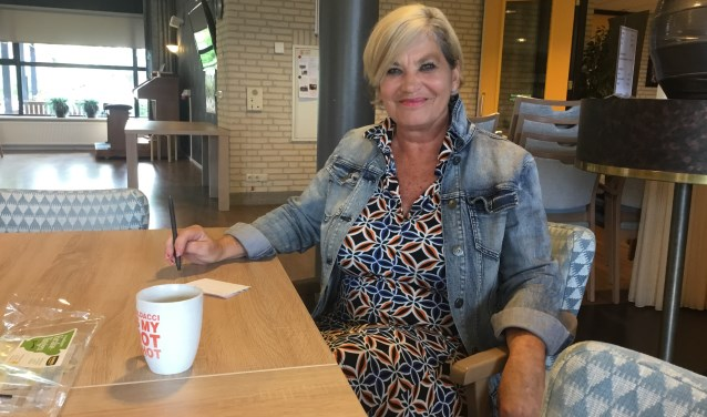 Annemarie Schooldeman is vrijwilliger bij het Reggedal en vindt 'het machtig mooi'.   Foto: Roselien Slagers.