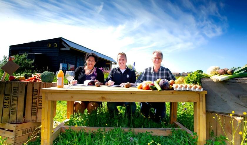 Ondertekening samenwerkingscontract Natuurmonumenten en Herenboeren Schiebroekse Polder