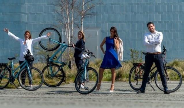 Vijf leden van World Forum The Hague fietsen meer dan 500 kilometer naar Frankfurt.