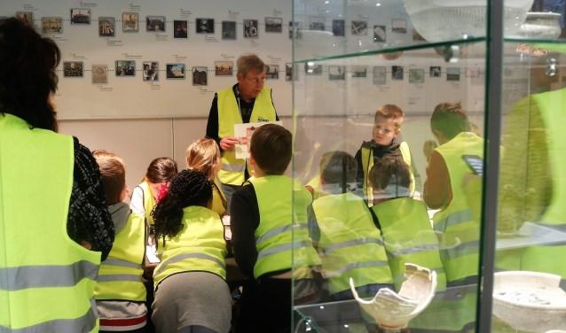 Kinderen bij een vorige workshop met Martien Koolen. (foto Annelies Graafsma)