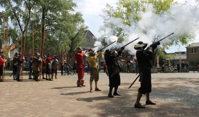 Piekenpoetsweekend met demonstraties door de compagnieën op 't Zand Bredevoort.