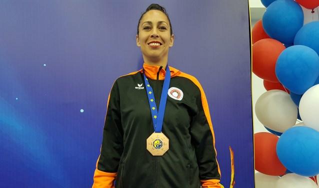 Laura Bonthuis trots op haar bronzen medaille