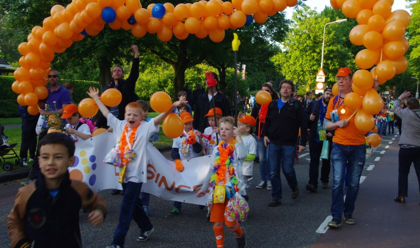 De 42e editie van de Roosendaalse avondvierdaagse wordt morgen weer afgesloten met het defilé (foto: Bert Pessink)