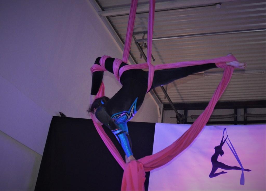 Zonne tijdens haar act in het doek Foto: Inge Haidar © Persgroep