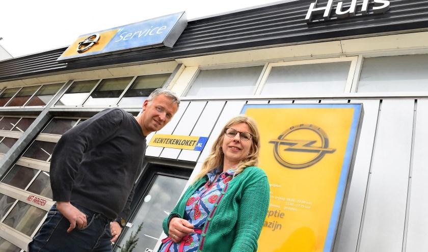 Ondernemer van de week: Freddy en Maureen Huls Autobedrijf Breedenbroek. (foto: Roel Kleinpenning)
