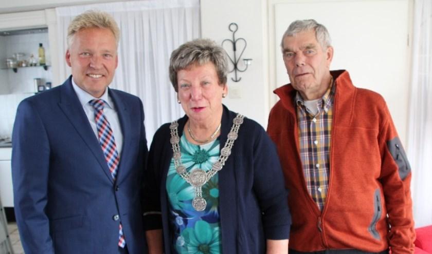 Het diamanten bruidspaar met burgemeester Buijs