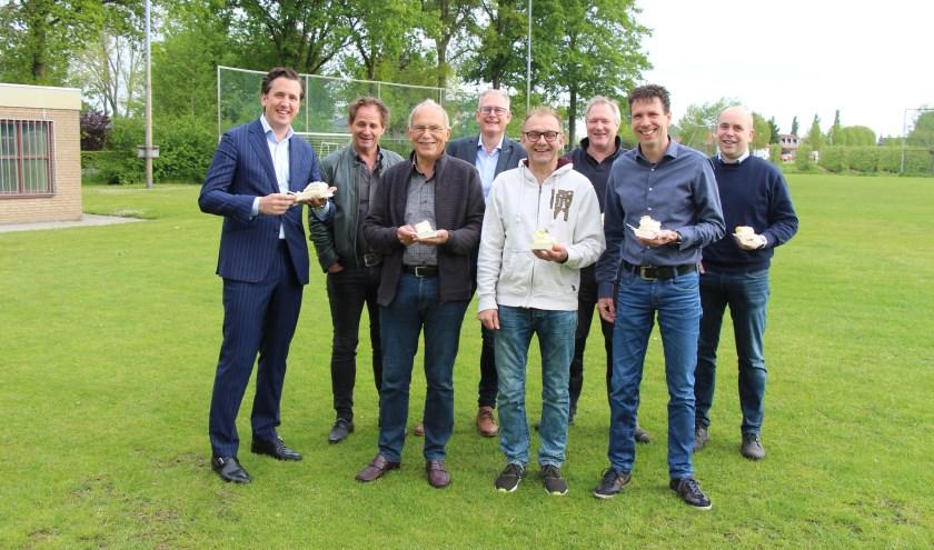 Vertegenwoordigers van de gemeente Wijchen, provincie en andere betrokkenen zijn blij met de subsidie voor de realisatie van MFA Batenburg.