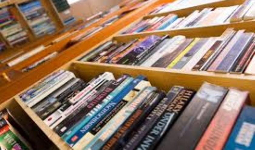 Grote boekenmarkt op de Vismarkt in Heusden.
