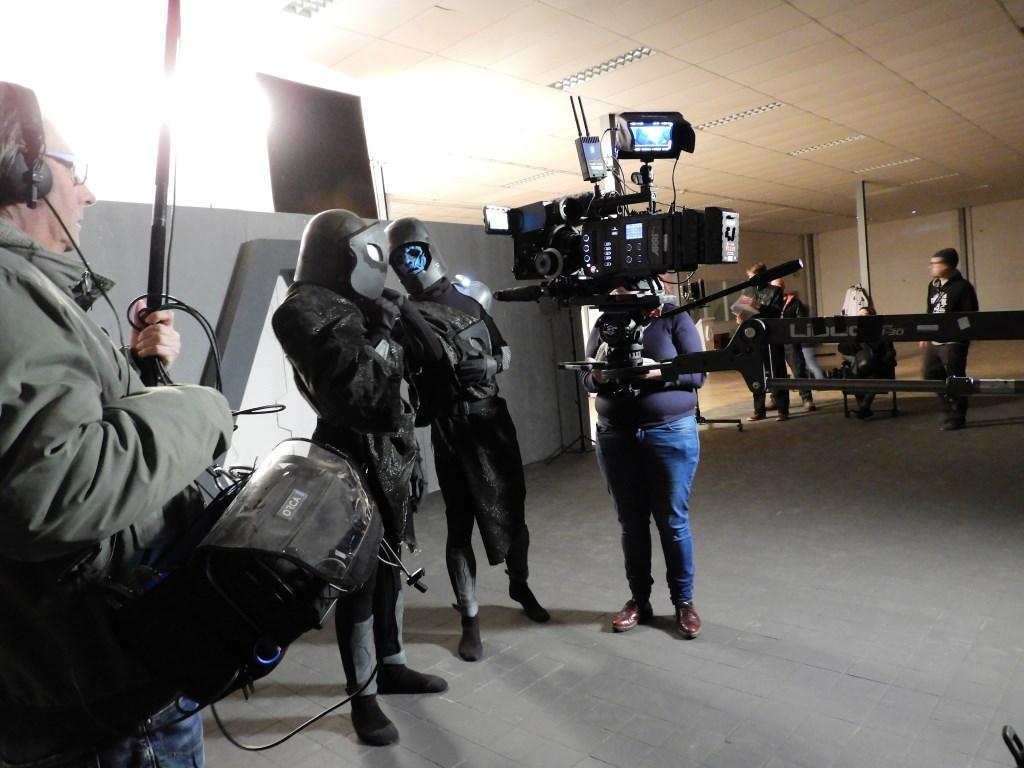 Twee acteurs op de set. Foto's: Marianne Schoonderbeek. Foto: Marianne Schoonderbeek.  © Persgroep