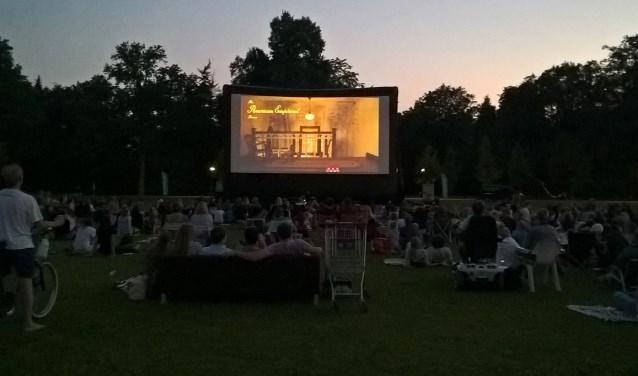In een relaxte festivalsfeer kan er twee avonden genoten worden van prachtige films.
