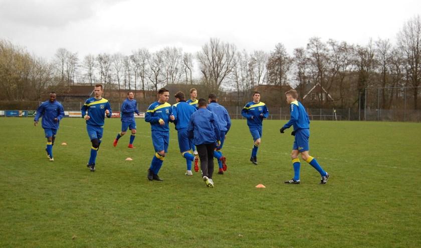 Bij het gedegradeerde VV Barneveld is trainer Gerwin Dekker al bezig met het volgende seizoen.