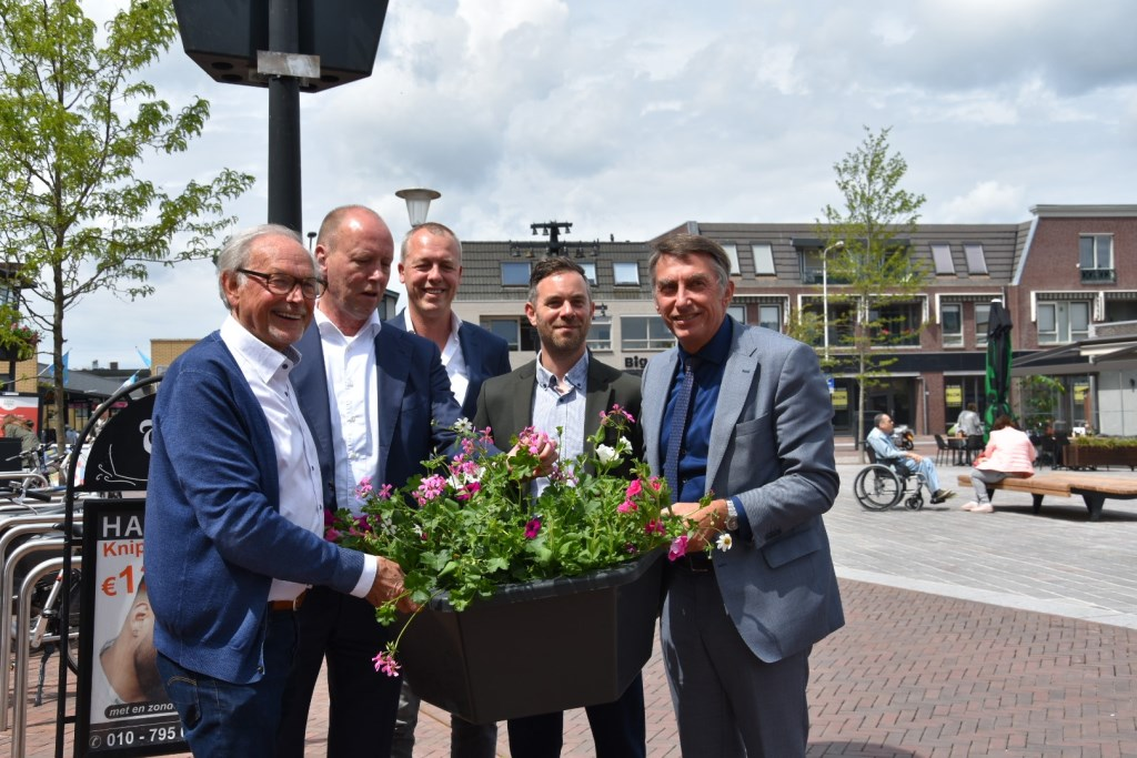 Van links naar rechts: Frits Heel, Ronald Vedder, Mark-Jan Ton, Roel van Wensen en wethouder Albert Abee  © Persgroep