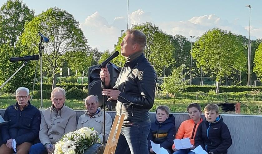 Lokaal talent Guus Doggen bracht in Esch een mooi lied van Boudewijn de Groot ten gehore. In oktober is het 75 jaar geleden dat Esch is bevrijd, dan wordt er meer georganiseerd.