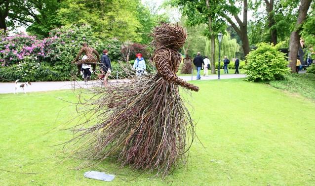 Tijdens Gartenträume kunnen bezoekers zich verwonderen over levensgrote kunstobjecten gemaakt van wilgentakken.