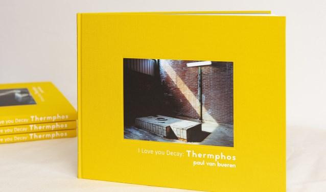 Gele hardcover trekt de aandacht.