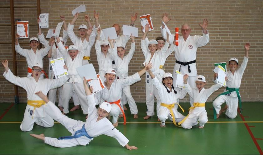 De geslaagden van het jeugd Karate examen