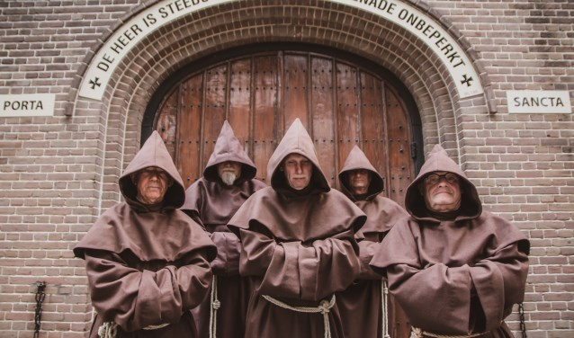 Internos als broeders Franciscanen.