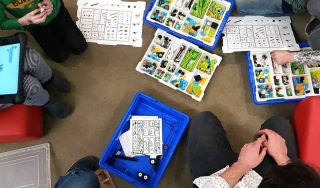 Voor kinderen van 6 tot en met 8 jaar is er op 9 en 10 mei de 'LEGO We Do workshop' in de bblthk, waarin een kleine robot wordt gebouwd.