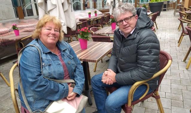 Links organisator en secretaris Gonny van der Roest. Daarnaast voorzitter Peter Oosterwijk.