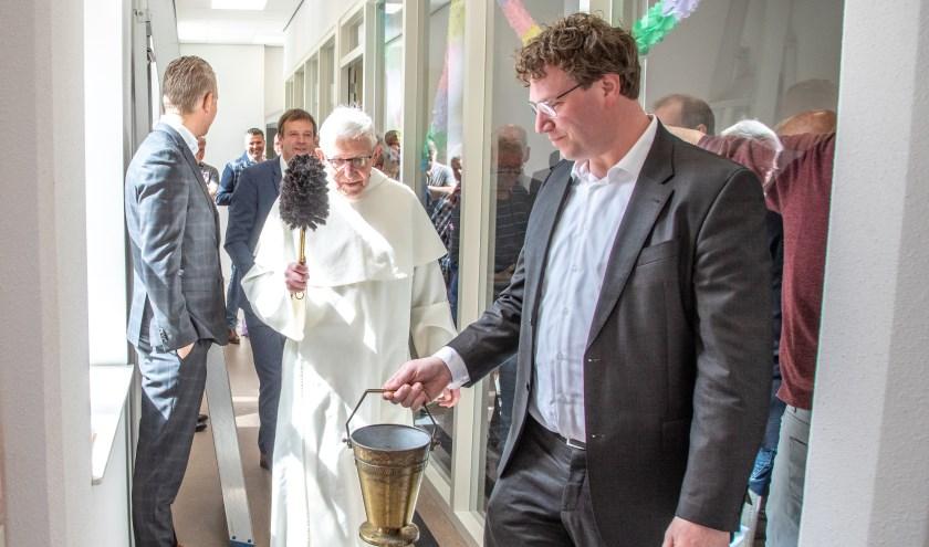 Pater Ben Vocking zegende het gebouw in.