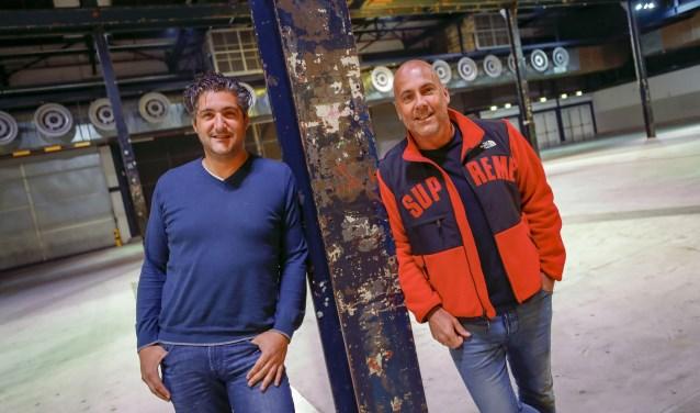 Joop Soree (l) en Theo Nabuurs in het Klokgebouw, waar het feest op 23 november losbarst. (Foto: Bert Jansen).