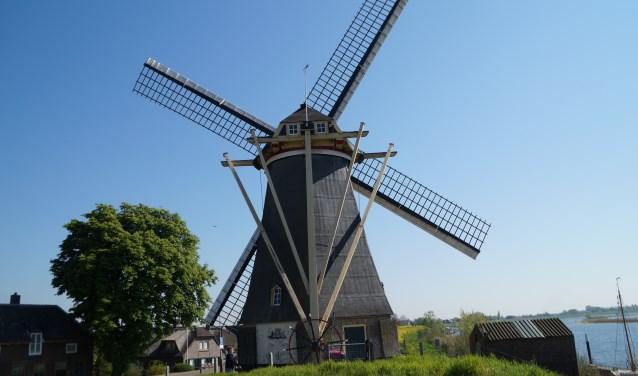 De Nederhemertse molen is een zeskantige molen, waarvan er nog maar zes exemplaren in Nederland zijn. De molen die gebouwd werd in 1716 behoorde bij kasteel Nederhemert.