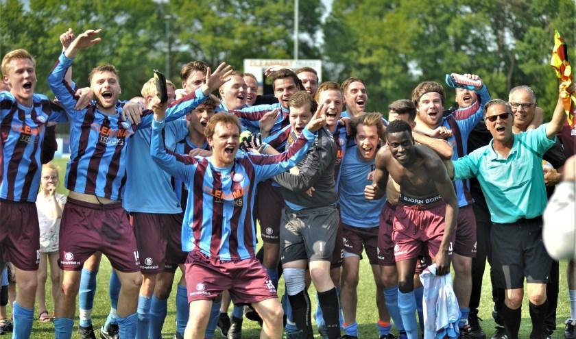 Na het gelijkspel werd een feestje gevierd in Oosterbeek. Foto: gertbudding.nl