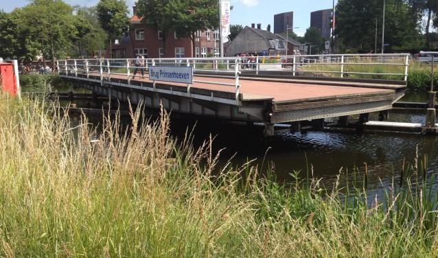 De oude brug over de Piushaven dateert uit 1923. Het was een verbinding tussen het centrum van Tilburg en Koningshoeven en verderop Moergestel.