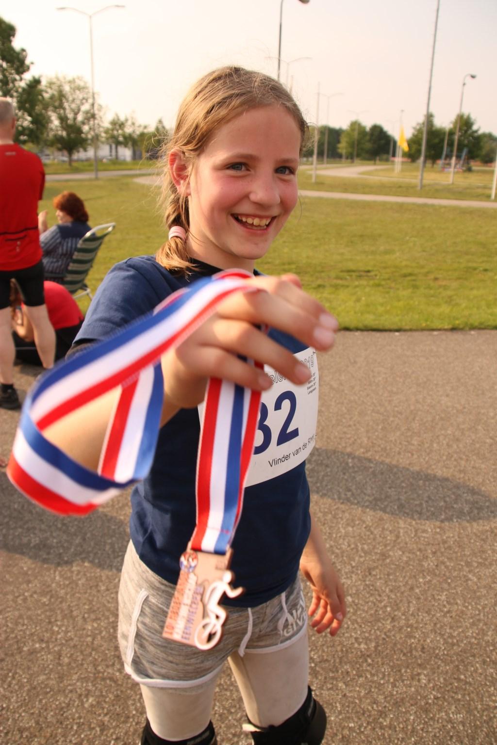 Vlinder van de Rhee is trots op haar bronzen medaille op het NK eenwieleren Foto: Circus op de Utrechtse Heuvelrug © Persgroep
