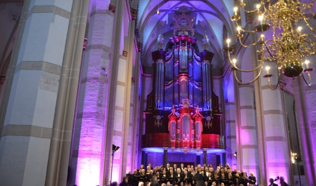 Zowel in Kerkdriel als in Zaltbommel voerde het koor Requiem van Mozart op tijdens dodenherdenking.foto: Adry Kraker
