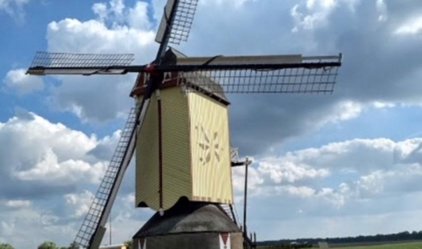 De molen in Wanroij staat in de rouwstand voor Bert van Dommelen.