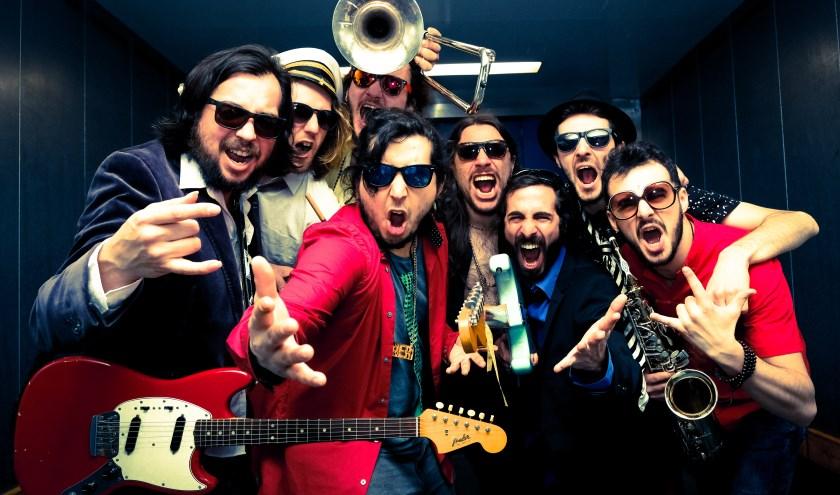 Los Paja Brava is op 15 juni de afsluiter van het muziekfestival Op de Toffel in Vierlingsbeek (persfoto)