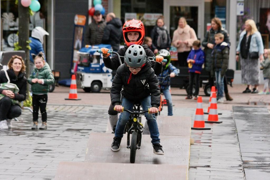 Mobiele fietscrossbaan in centrum Lichtenvoorde. Foto: Eveline Zuurbier  © Persgroep